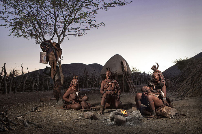 """Evening fire with the Himba"". Foto de Ben McRae/Sony World Photography Awards/WENN.com."